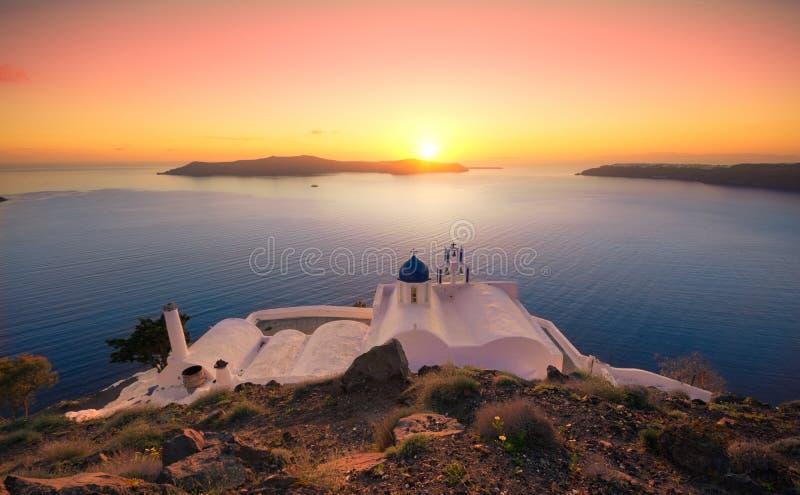 在Panagia Theoskepasti的惊人的日落,在Imerovigli的Skaros岩石的,圣托里尼,克利特, 免版税库存照片