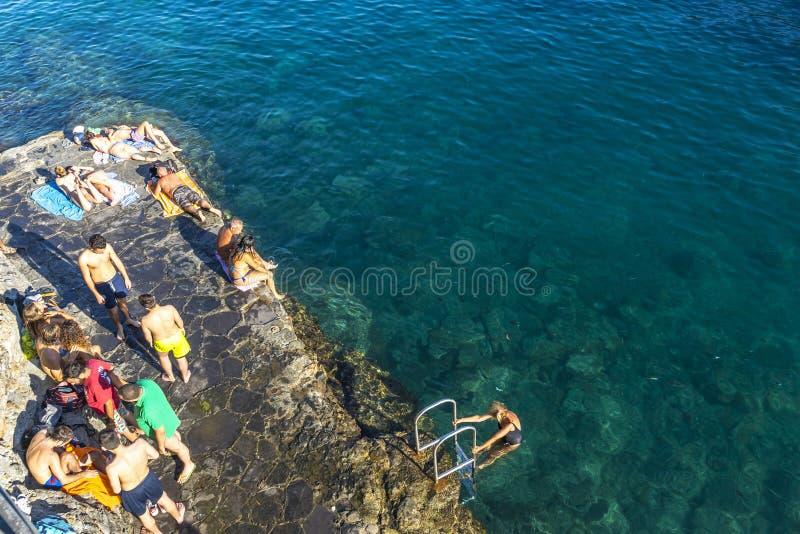 在Paraggi,圣马尔盖里塔利古雷,意大利海湾的Bagni菲奥雷海滩  库存图片