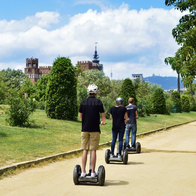 在Parc de la Ciutadella的Segway游览在巴塞罗那,西班牙 库存图片