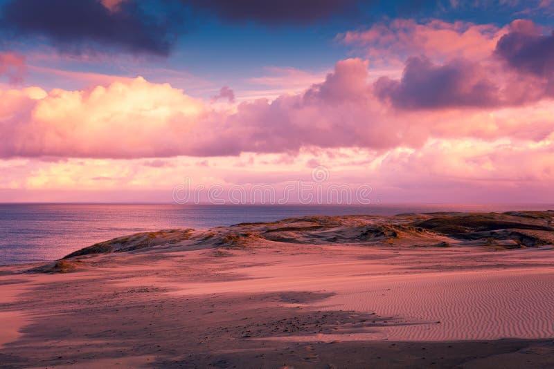 在Parnidis沙丘的日落 免版税库存图片