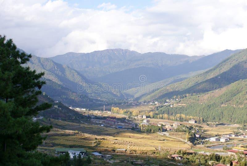 在Paro,不丹的一个全景绿色风景 免版税库存照片