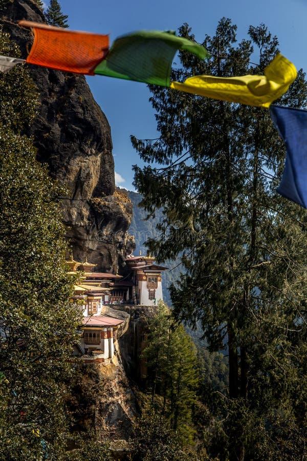 在Paro,不丹附近的著名老虎` s巢修道院 免版税库存图片