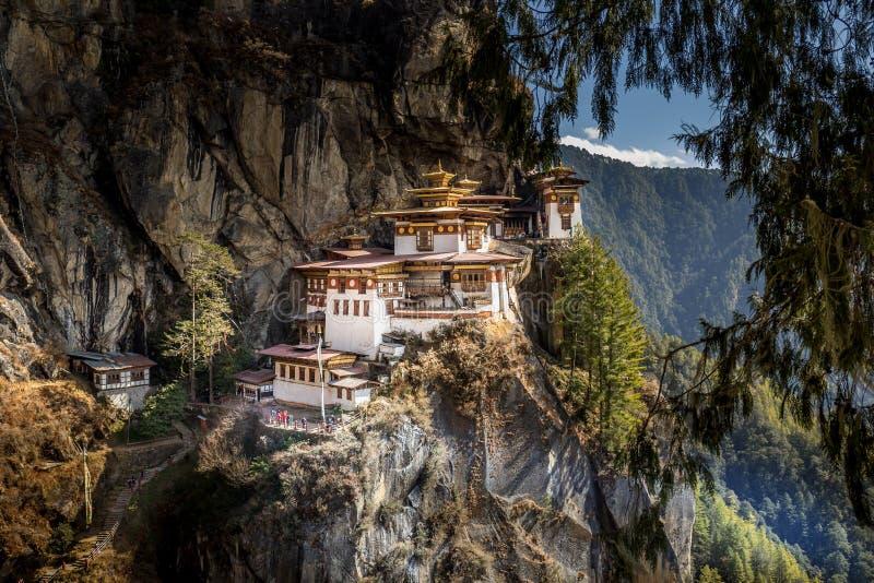 在Paro,不丹附近的著名老虎` s巢修道院 库存照片