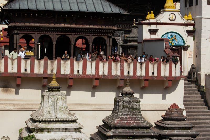 在Pashupatinath寺庙的火葬仪式。尼泊尔 图库摄影