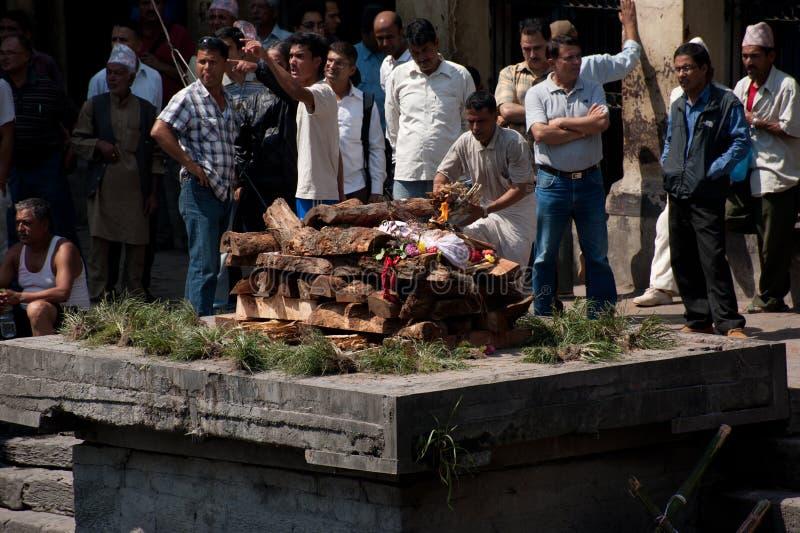 在Pashupatinath寺庙的火葬仪式 尼泊尔,加德满都 库存照片