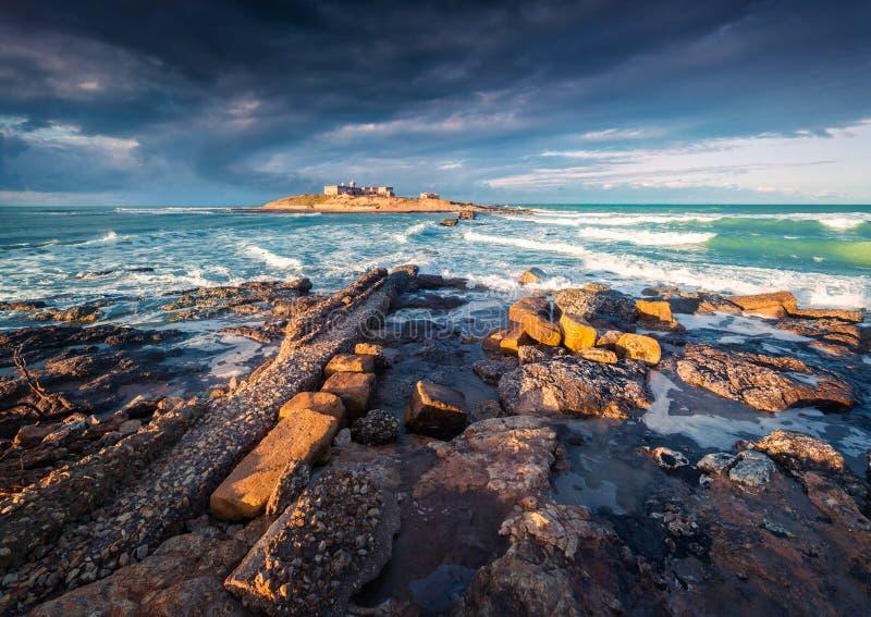 在Passero海角的剧烈的春天早晨 免版税图库摄影