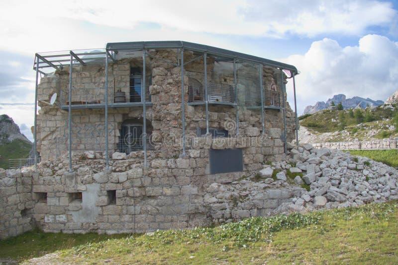 在passo valparola和hexenstein的战争纪念碑 库存照片