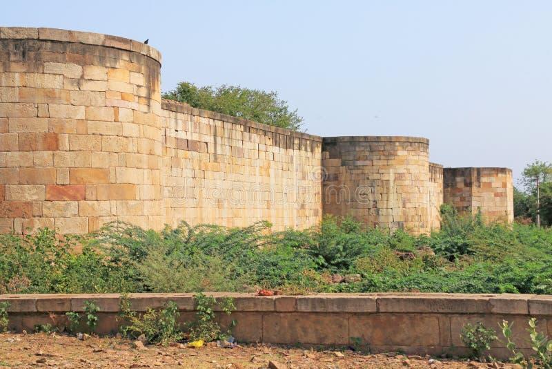 在Pavagadh的古老堡垒墙壁;考古学公园世界Herit 免版税库存图片