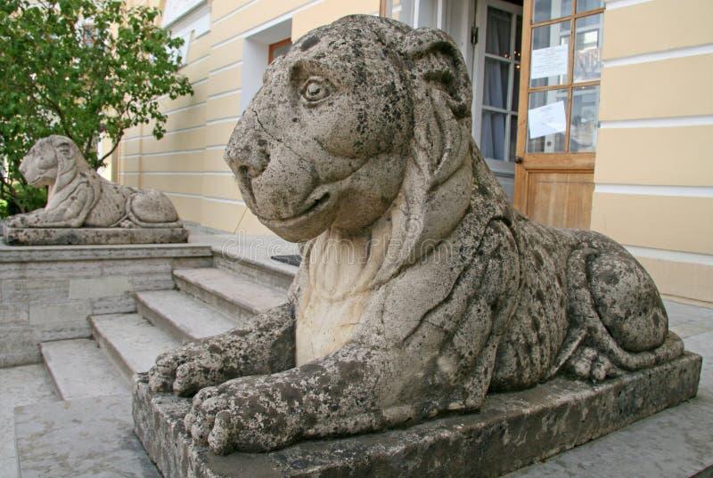 在Pavlovsk宫殿的狮子, Pavlovsk,俄罗斯 免版税库存图片