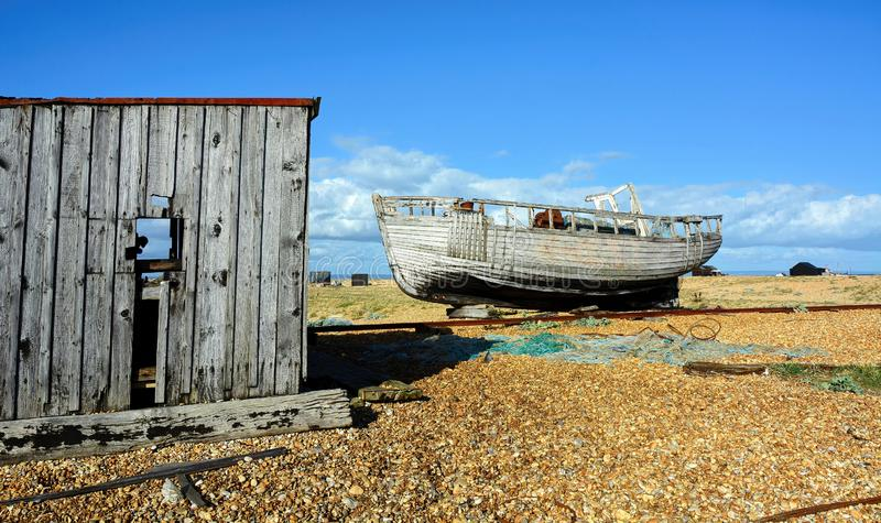 在Pebble海滩放弃的小船 库存图片