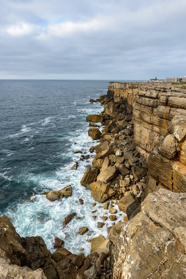 在Peniche (葡萄牙)附近的Cabo Carvoeiro 免版税库存图片