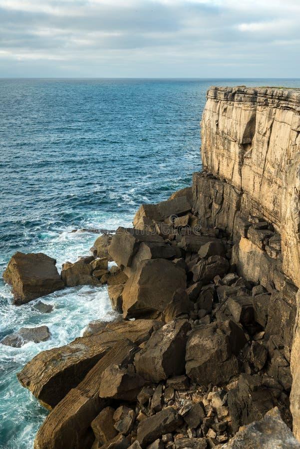 在Peniche (葡萄牙)附近的Cabo Carvoeiro 免版税库存照片