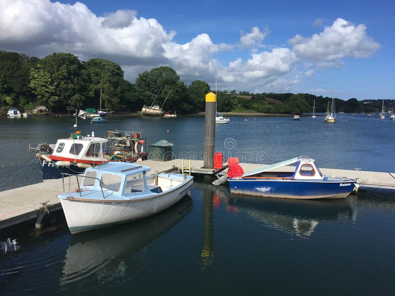 在Penryn河停泊的小船在法尔茅斯附近 库存图片
