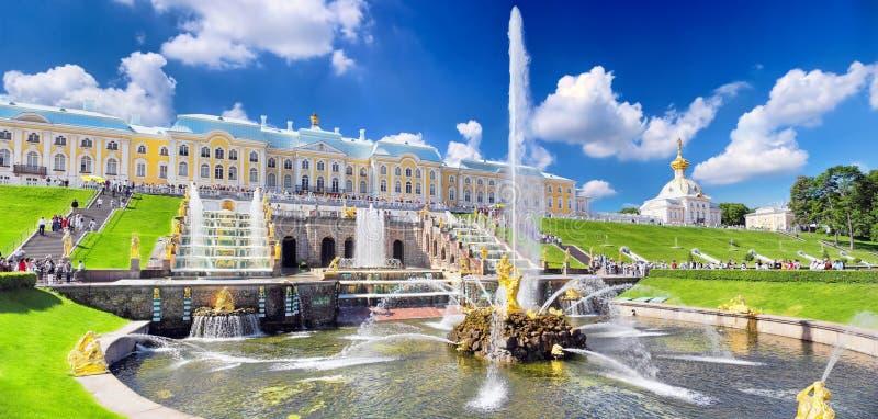 在Pertergof的全部级联,圣彼德堡 免版税库存照片