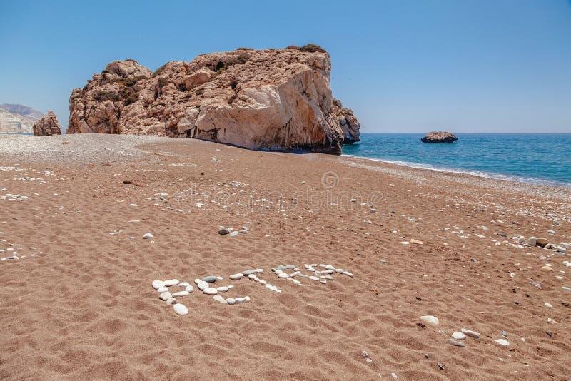 在Petra tou Romiou (岩石希腊语),美之女神的传奇出生地的海滩在帕福斯,塞浦路斯海岛,地中海 库存照片