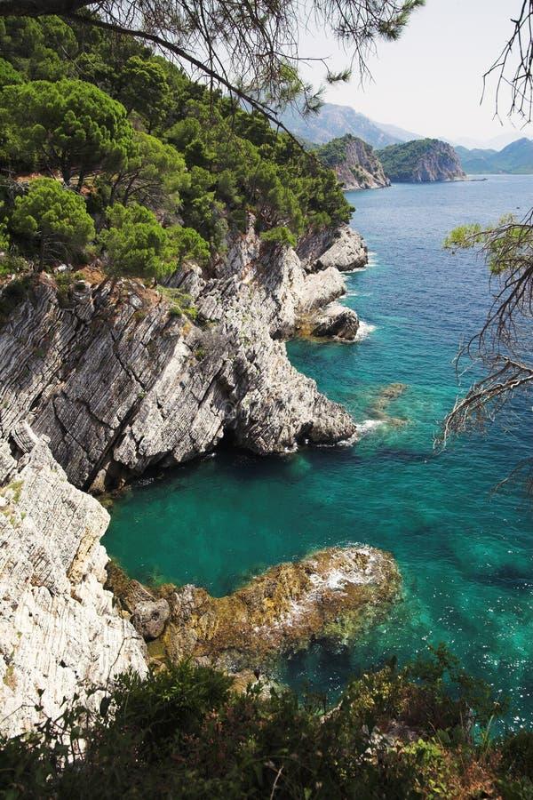 在petrovac附近的海岸montenegro 免版税图库摄影