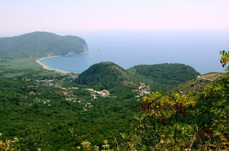 在Petrovac,黑山附近的海岸线 图库摄影