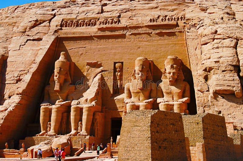 在Phar期间,王朝两个巨型的岩石寺庙部份看法,双寺庙最初被雕刻了在山腰外面 免版税库存照片