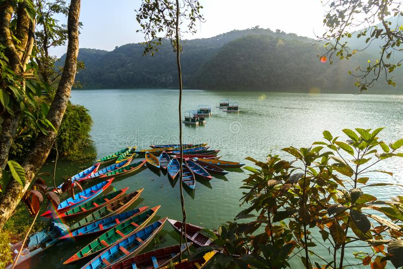 在Phewa湖的小船在博克拉,尼泊尔 库存照片