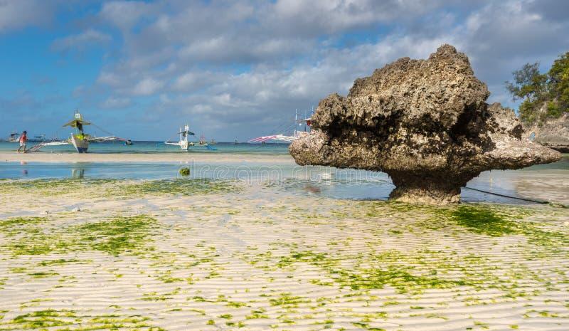 在Phils博拉凯海岛白色海滩的低潮  库存图片