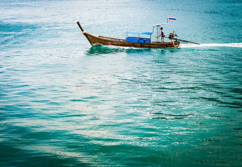 在Phiphi海岛的长尾的小船 库存图片