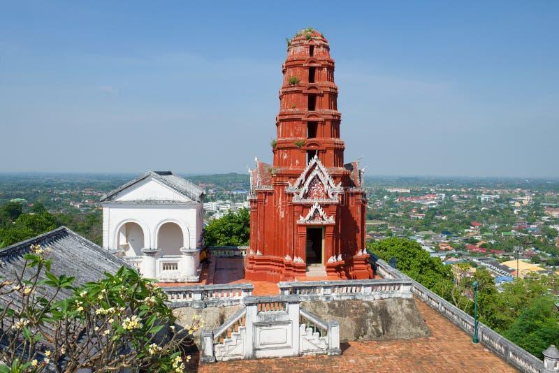 在Phra洛坤Khiri宫殿小山顶部的Chedi Daeng红色chedi Phetchaburi,泰国 库存图片