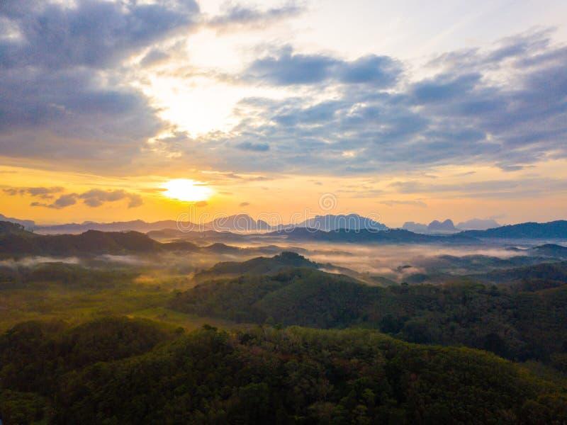 在Phu Ta大桶观点Phang Nga省的日出 免版税库存照片