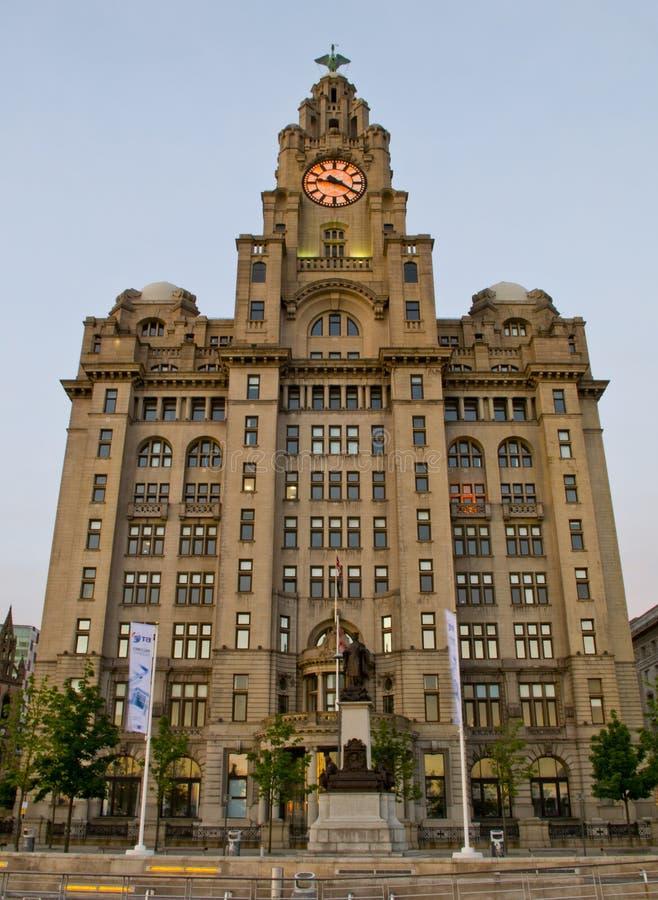 在Pierhead的皇家肝脏大厦在利物浦,英国 免版税库存图片