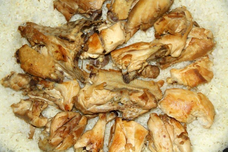 在pilav,土耳其烹调-图象的鸡片断 免版税库存照片