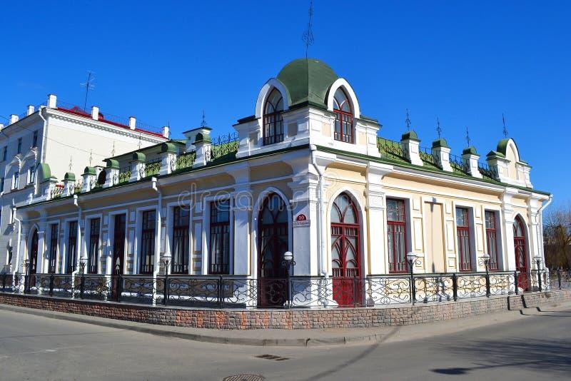 在Pinsk的老部分的大厦在晴朗的春日。 库存照片