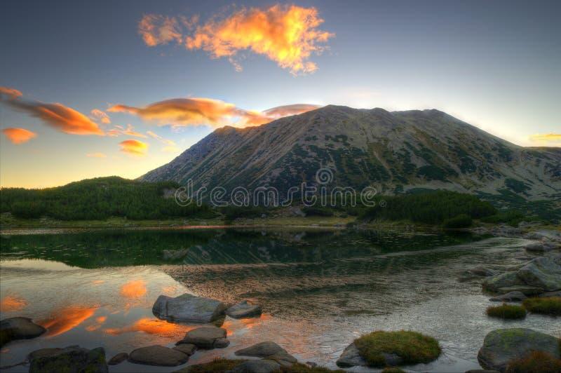 在Pirin山的夏天早晨 免版税库存图片