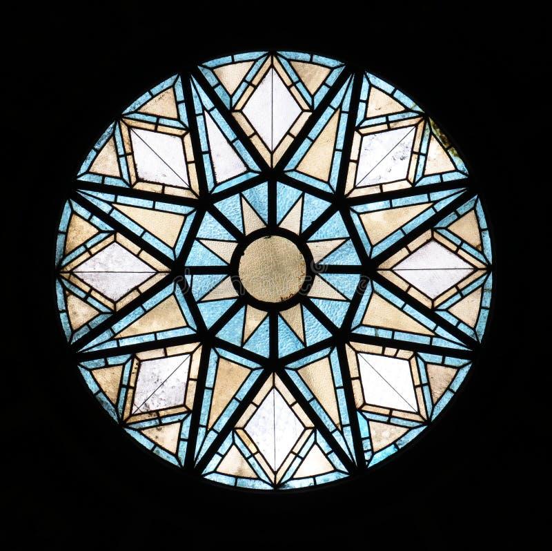 在Placa D'安东尼奥卢佩茨邮局的天花板的美丽的老玻璃窗在巴塞罗那 免版税库存图片