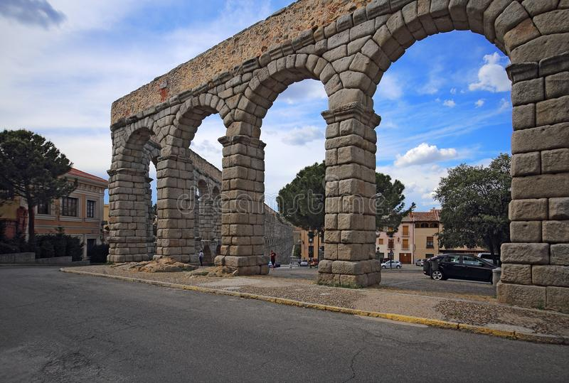 在Plaza del Azoguejo和古老罗马渡槽的看法 免版税库存照片