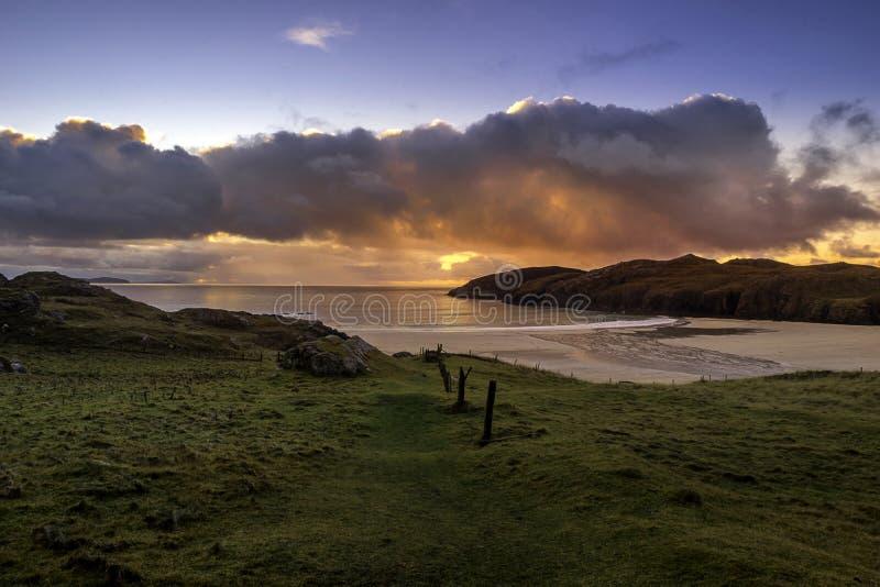 在Polin海滩的日落在颜色 免版税图库摄影