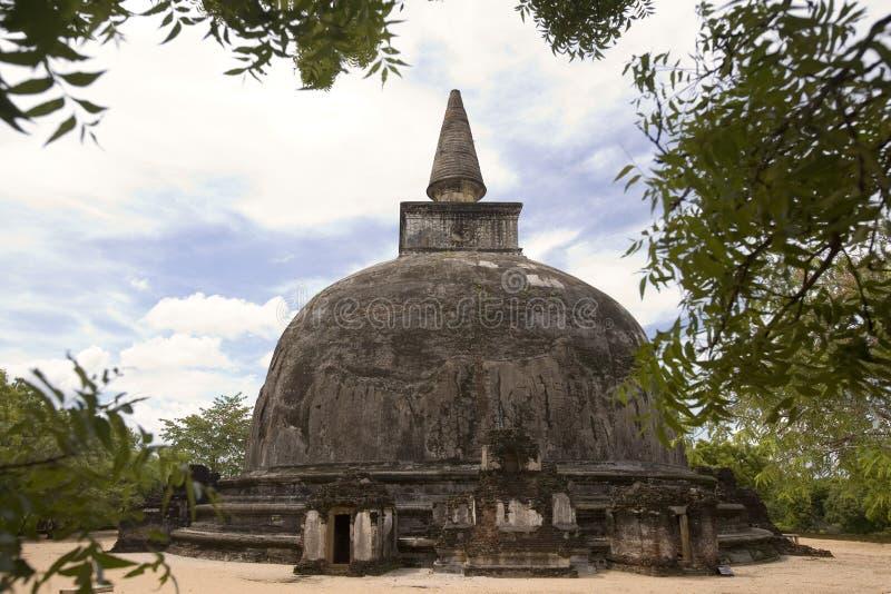 在Polonnaruwa的斯里南卡- Dagoba 库存图片