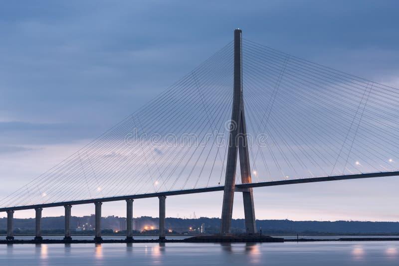 在Pont de Normandie,塞纳河桥梁的日出视图在法国 库存图片