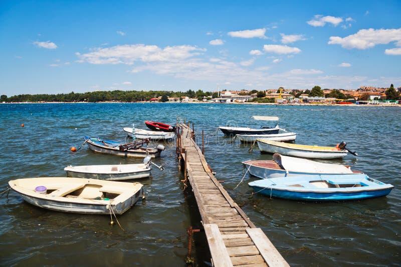 在Porec,克罗地亚海湾的小船  图库摄影