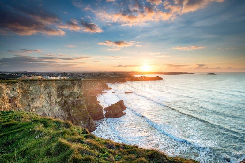 在Porth的美好的日落在Newquay 库存图片
