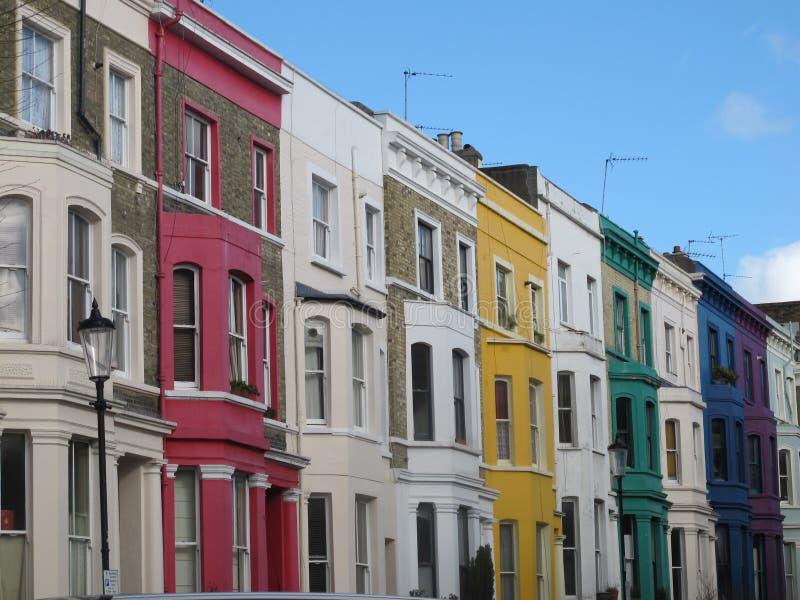 在Portobello街,伦敦,英国附近的五颜六色的议院 库存图片