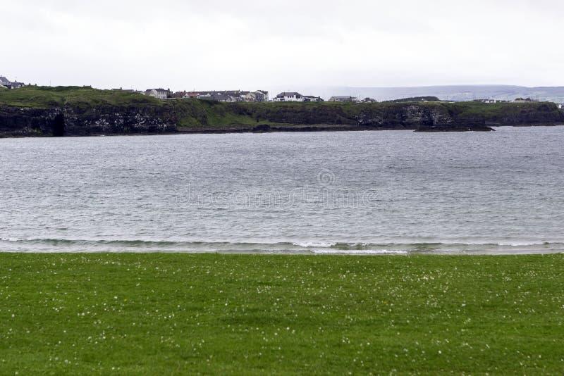在Portrush的全视图从西部子线海滩 免版税库存照片