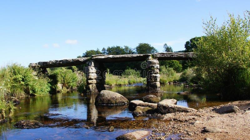 在Postbridge附近的拍板桥梁在Dartmoor 库存图片