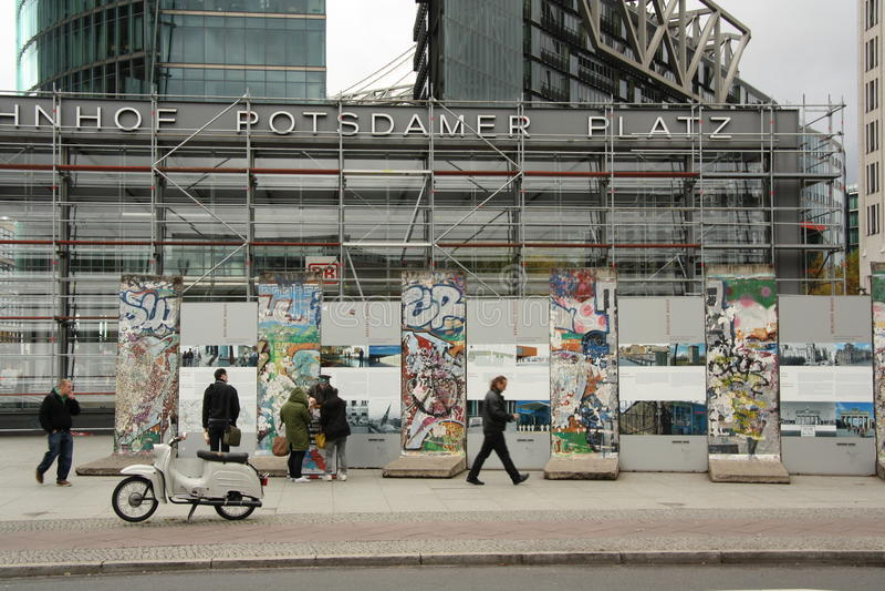 在Potsdamer Platz的柏林墙在柏林 免版税库存图片