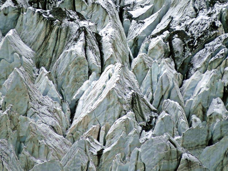 在prestine Hunza谷,喀喇昆仑山脉高速公路,巴基斯坦附近的Hopar冰川 免版税库存照片