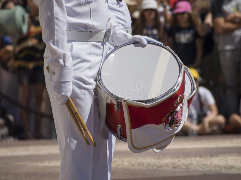 在Prince& x27的卫兵变动; 摩纳哥的s宫殿 图库摄影