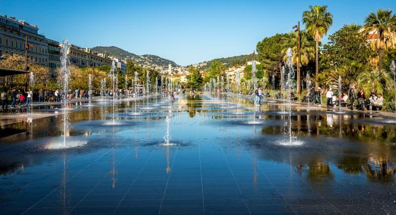 在Promenade du Paillon,尼斯,法国的喷泉 图库摄影