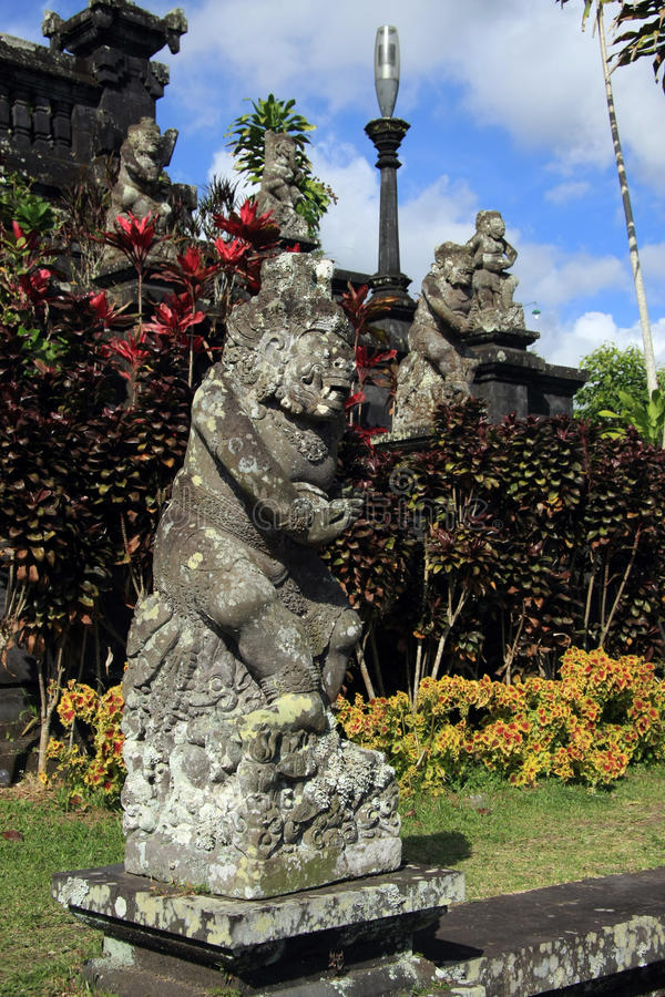 在Pura Besakih的巴厘语雕象 免版税库存照片