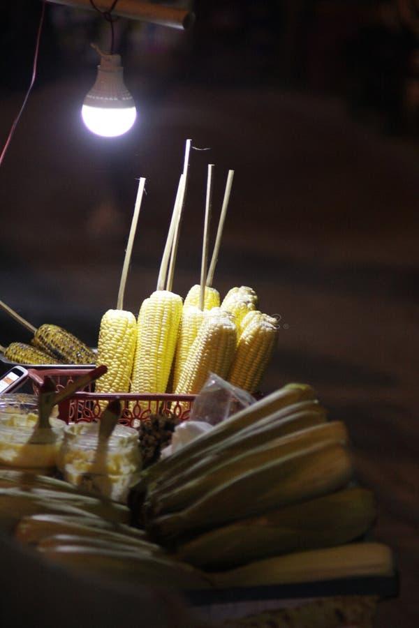 在purwokerto的烤玉米夜 图库摄影