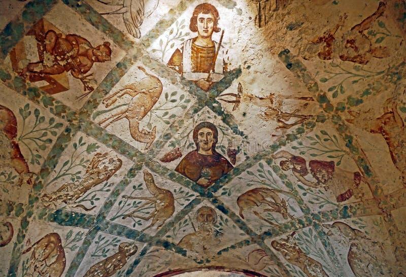 在Qasr Amra古老Umayyad沙漠城堡的片段罗马墙壁上的天花板废墟在扎尔卡,约旦 库存照片