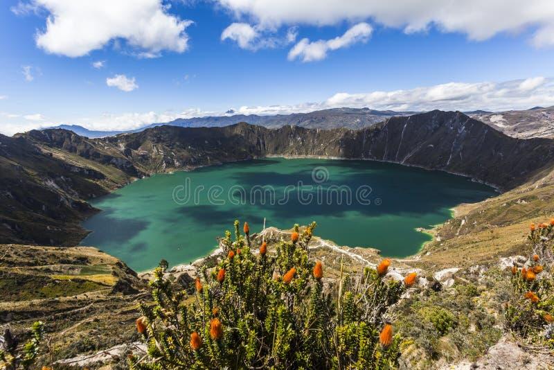 在Quilotoa盐水湖的阴影 免版税库存照片