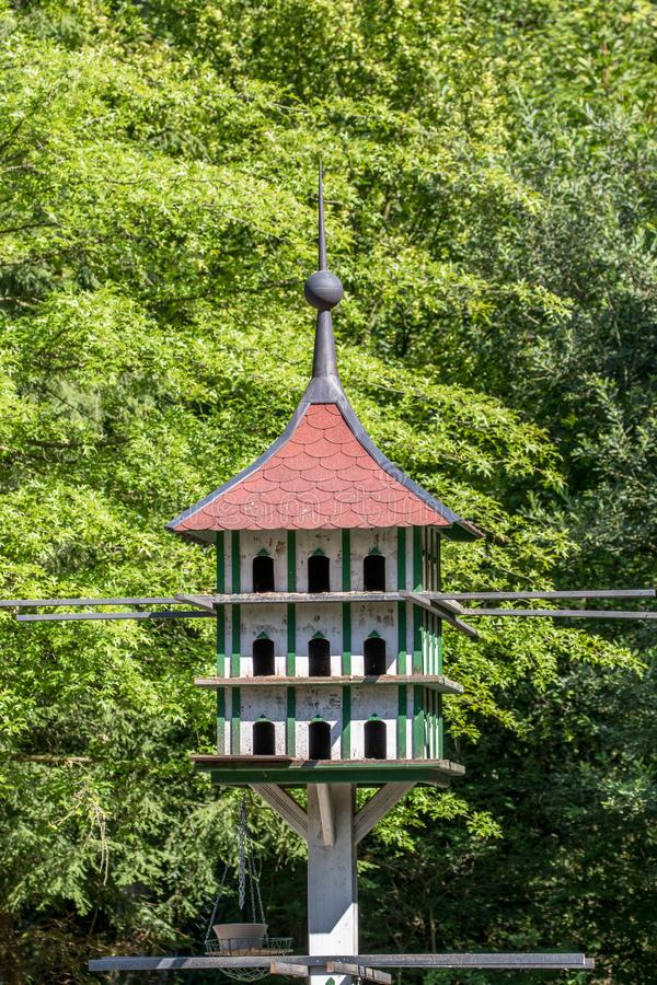 在Röhrenseepark拜罗伊特的鸽房 库存图片